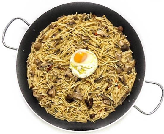 fideua-hongos-huevo-frito